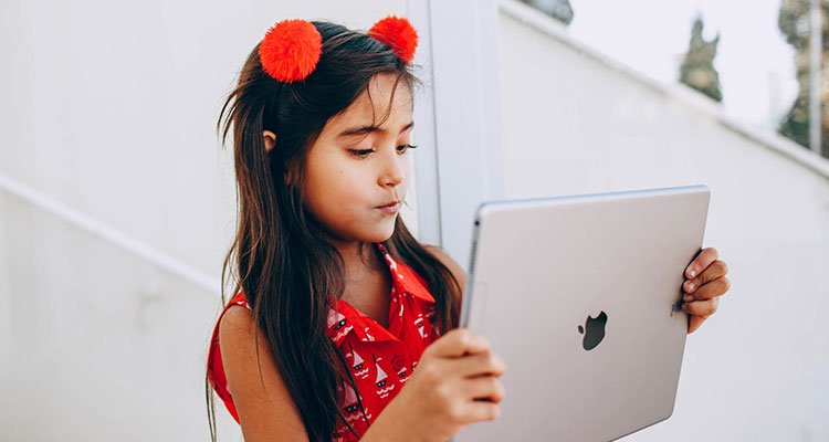 kids using ipad